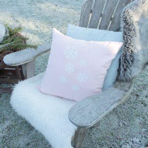 Druckmotiv Schneeflocke auf leinenkissen